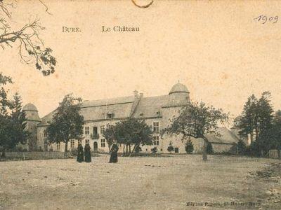 Le château, vu de la rue de Han