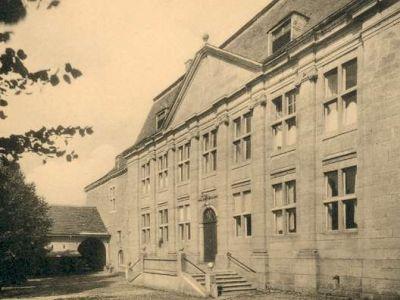 La façade principale, sur la cour d'honneur