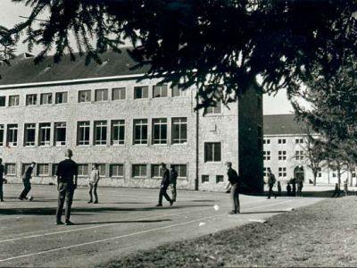1955 - L'aile de la salle de théâtre est terminée.