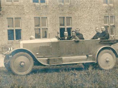 1925 - Au centre, le P. Nestor Craisse