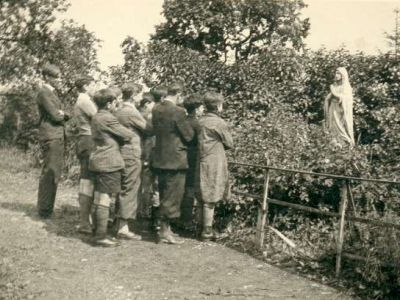 1934 - En prière