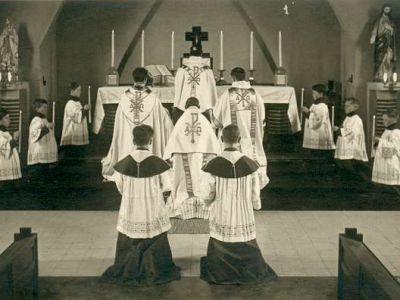 1942 - Dans la chapelle