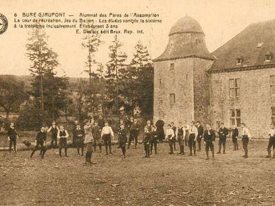 1926 - Football sur l'espace qui deviendra la cour de récréation
