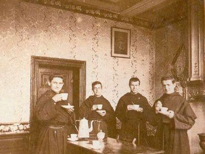 1902-1903 - En salle de communauté