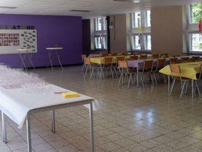 La salle Pierre Charon préparée pour la proclamation des résultats des rhétoriciens