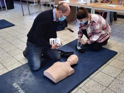 Une formation aux premiers secours dans la salle Pierre Charon
