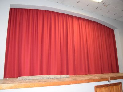 Salle de théâtre: le rideau rouge